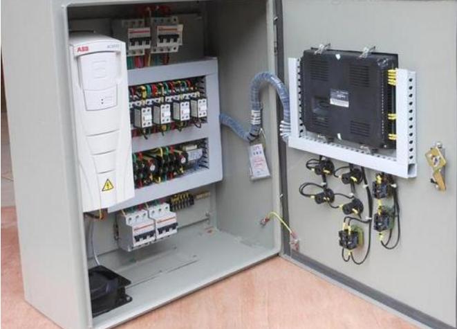 防爆PLC控制柜内部图